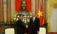 クアン国家主席、日本経済再生相と会見