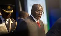 ジンバブエ与党、ムガベ大統領弾劾手続きへ