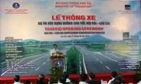 PM Nguyen Tan Dung menghadiri upacara meresmikan proyek jalan tol Noi Bai-Lao Cai