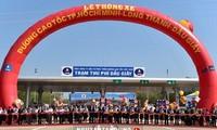 PM Nguyen Tan Dung menghadiri upacara meresmikan seluruh jalur jalan tol Ho Chi Minh-Long  Thanh-Dau Giay