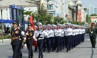 Rapat umum, parade militer dan pawai memperingati ulang tahun ke-40 pembebasan Vietnam Selatan dan penyatuan Tanah Air