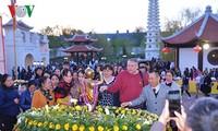 Mega Upacara Waisak dan peringatan ulang tahun ke-10 pembentukan pagoda Truc Lam Kharkov-Ukraina