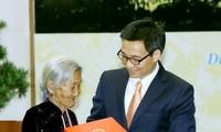 Deputi PM Vu Duc Dam menerima rombongan orang yang berjasa dari provinsi Lang Son dan Quang Nam