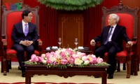 Sekjen Nguyen Phu Trong menerima Utusan Khuus Presiden Korea Selatan