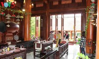 Mendaki gunung Yen Tu untuk menikmati paket wisata  minyak atsiri medis