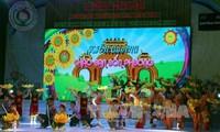 Festival kebudayaan, pesta besar bagi anak-anak dari etnis-etnis di Vietnam Selatan