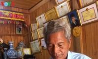 Sesepuh dukuh Bh'riu Po bersemangat dengan kebudayaan etnis minoritas Co Tu
