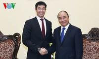 Vietnam dan perekonomian- perekonomian anggota APEC mengatasi semua tantangan untuk mencapai pertumbuhan dan konektivitas