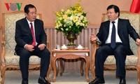 Vietnam favorece inversiones en Laos en tecnología informática y telecomunicaciones