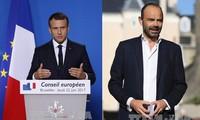 Franceses siguen simpatía hacia Macron y Philippe