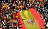 España detiene a dos líderes de los movimientos separatistas en Cataluña