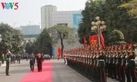 Presidenta parlamentaria de Vietnam visita el Comando de Hanói