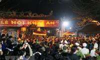 Miles de personas asisten al Festival del Sello Real en Templo Tran