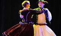 Hungarian folk dances charm Vietnamese audiences