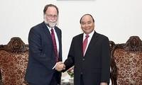 PM greets Harvard professor