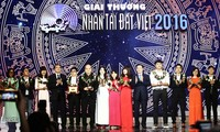 Vietnamese talents honoured at awards