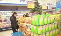 Vietnamese goods dominate Tet market