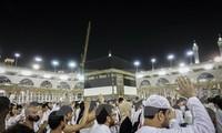 Two million Muslim pilgrims head to Mecca