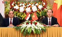 President hosts banquet for Egyptian counterpart