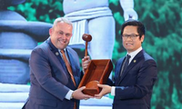 Vietnam hands over APEC CEO Summit's presidency to Papua New Guinea