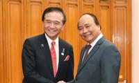 フック首相、神奈川県の黒岩知事と会見