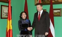 ティン国家副主席、ラトビアを訪問