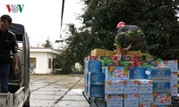 洪水被災者に食糧援助