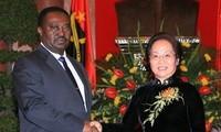 阮氏缘与安哥拉副总统费尔南多举行会谈