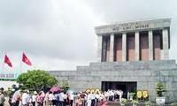 4.30南方解放和5.1国际劳动节,约七万四千人次入陵瞻仰胡志明主席遗容