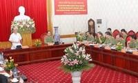 越南国会主席阮生雄与中央公安党委举行座谈会