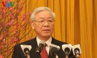 阮富仲总书记向现任和前任领导人及老革命家拜年