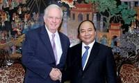阮春福副总理会见哈佛大学越南计划顾问