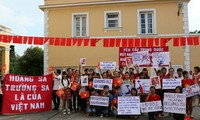 旅居古巴越南人反对中国侵犯越南专属经济区和大陆架