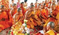 高棉族同胞喜迎报孝节