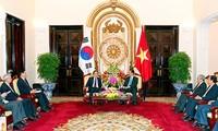 韩国前总统李明博:越韩关系是面向未来的关系典范