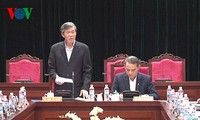 越共中央宣教部部长丁世兄与山萝省省委常委会座谈