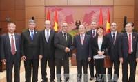 越南国会主席阮生雄会见摩洛哥参议院议长