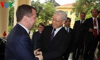 阮富仲总书记会见俄罗斯总理、统一俄罗斯党主席梅德韦杰夫