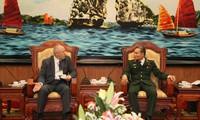 越南国防部副部长会见俄罗斯联邦军事技术合作局局长