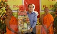 阮善仁向高棉族同胞祝贺新年