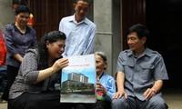 越南国会副主席丛氏放视察莱州省