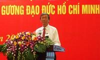 在越共中央机关党委中大力推动学习胡志明主席道德榜样工作
