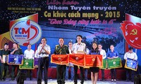 广南省举行革命歌曲宣传组联欢活动