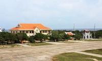 越共中央宣教部工作代表团探望长沙镇