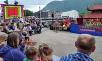 越南水上木偶戏和民族音乐备受挪威观众欢迎