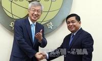 越韩政府间联合委员会第14次会议在韩国举行
