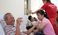 岘港市举行献血日活动  共采集1200单位血液