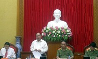 越南政府副总理阮春福与中央公安党委举行工作座谈会