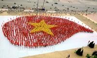 """2015""""感恩的热血""""献血日活动在河内举行"""