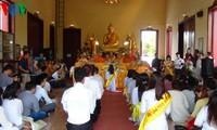 旅居泰国越南人举行盂兰节活动